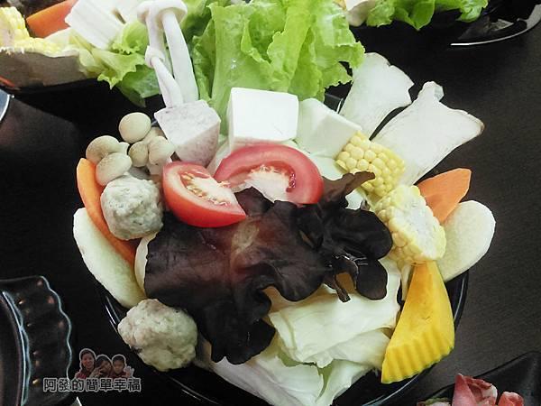 菇菇茶米館19-田媽媽菇鍋美食體驗館-農產養生菇鍋-菜盤