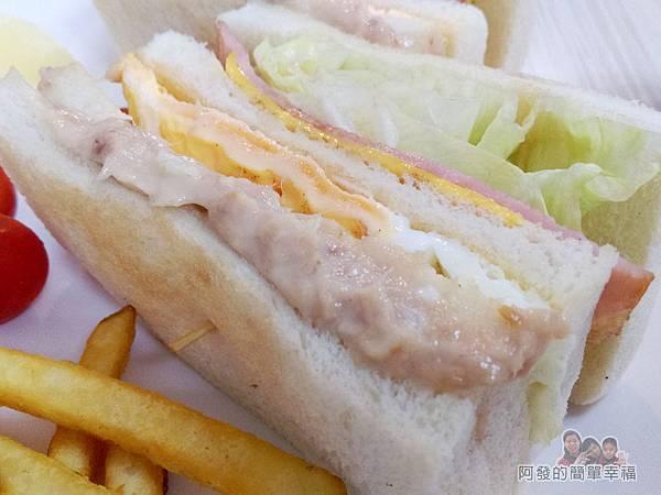 斯味漢堡09-總司令套餐-三明治外觀特寫