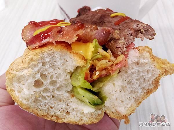 斯味漢堡16-牛肉培根潛艇堡剖面