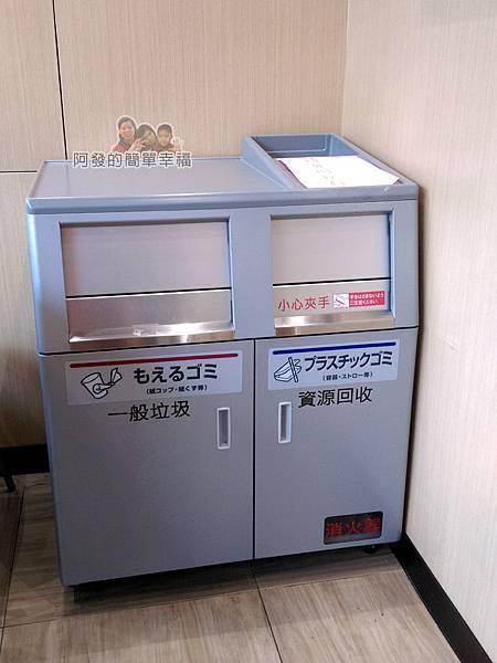 全聯全興店30-自助咖啡區-垃圾桶