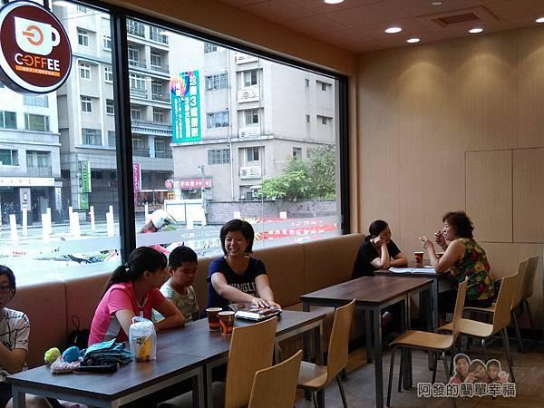 全聯全興店31-自助咖啡區-用餐區