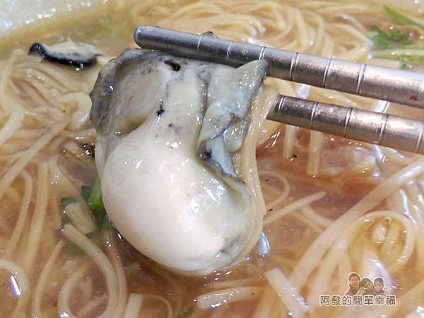 卜記專業麵線16-飽滿的東石鮮蚵