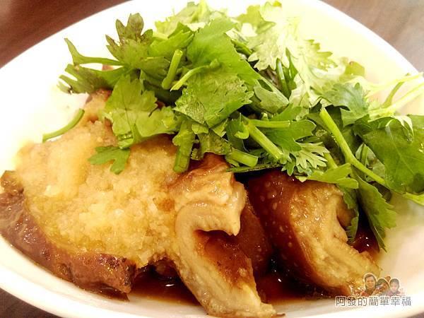 卜記專業麵線20-滷大腸頭肥美的模樣