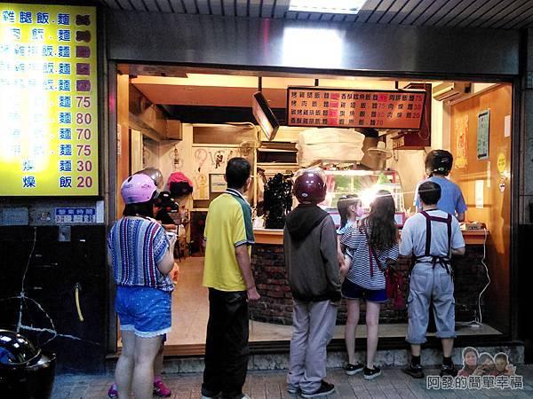 巷仔口烤肉02-排隊人潮