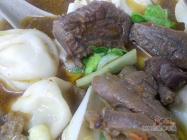 呷霸牛肉麵18-牛肉湯餃.jpg