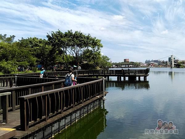 龍潭大池27-木棧道與龍潭大池