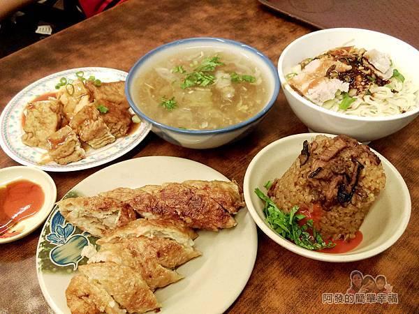 游記百年油飯07-美食上桌