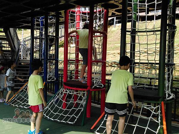 青青草原14-雙層觀景遊戲平台-探險樹屋