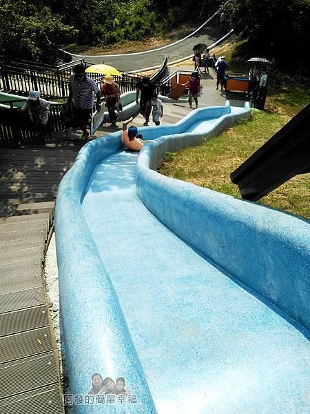 青青草原19-藍色磨石子溜滑梯-速度很快