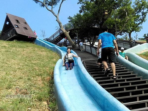 青青草原21-藍色磨石子溜滑梯-溜溜溜