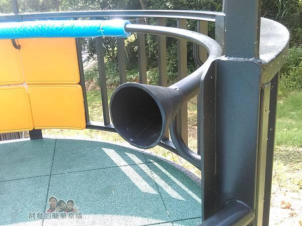 青青草原24-階梯的扶手如傳聲筒