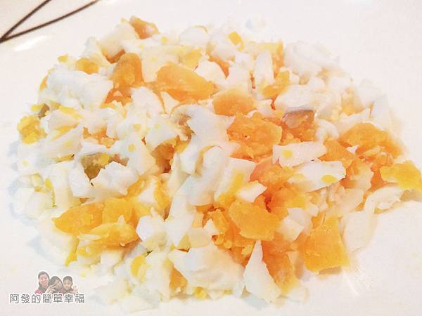 食譜-鹹蛋四季豆02-鹹蛋切碎