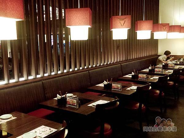 mo-mo-paradise05-一旁的座位區
