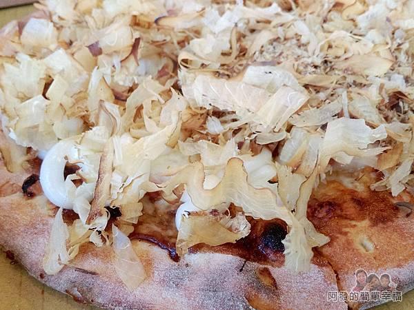 紅鬍子手工窯烤披薩16-章魚燒披薩特寫