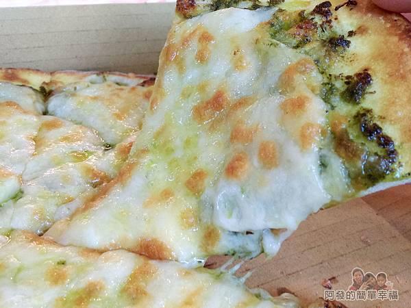 紅鬍子手工窯烤披薩19-蘿勒鮑菇披薩香氣十分濃郁