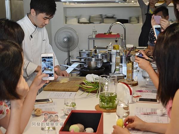 小磨坊廚藝活動20-香煎雞腿佐青蔥醬-製作青蔥醬