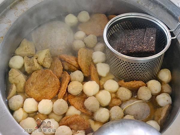 黃石市場-北門田不辣05-大湯鍋中的甜不辣II