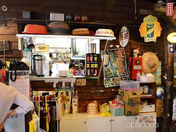 厚道飲食店08-隨處擺飾都是老東西.jpg