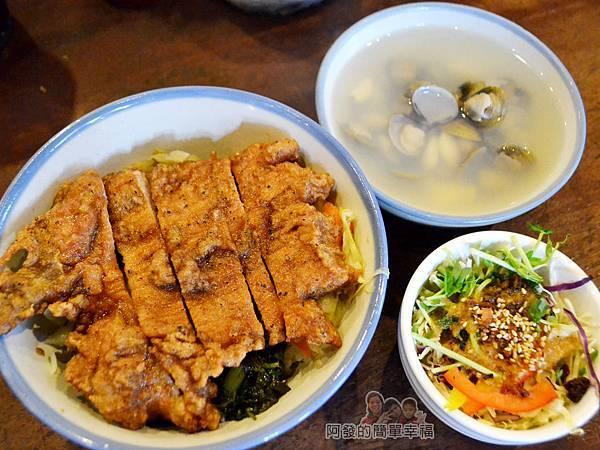 厚道飲食店15-排骨飯套餐.jpg