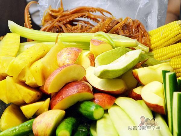 阿姨鹽水雞09-蘋果鳳梨魷魚