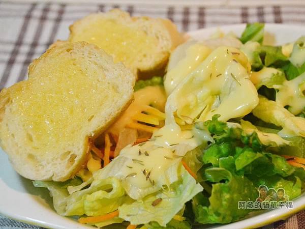 手打蒜味美乃滋09-塗抹麵包或當生菜沙拉醬