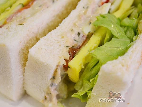 咬咬吐司13-鮪魚佐塔塔醬三明治-吐司加厚