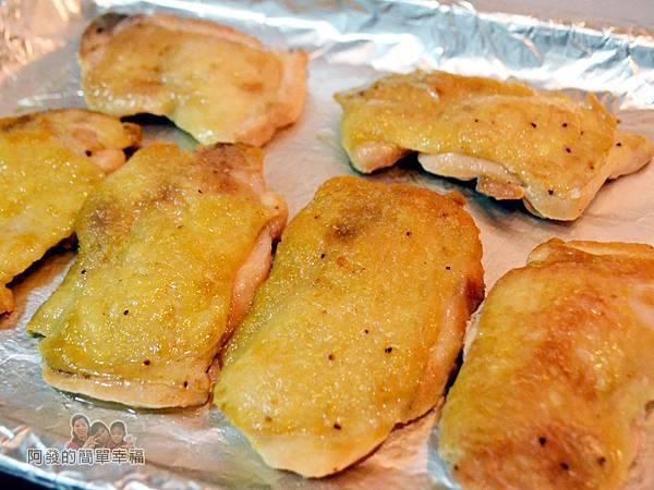 香煎雞腿排佐青蔥醬08-烤箱預熱送入烤箱