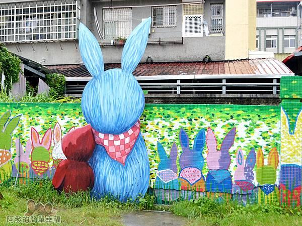 幸福轉運站28-牆上的繪畫