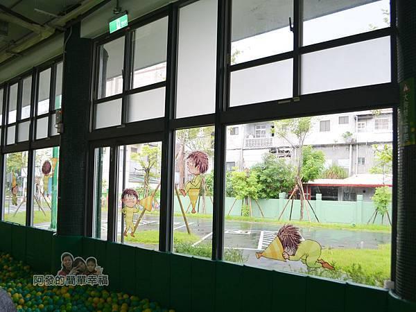 幸福轉運站45-玻璃窗上的畫作
