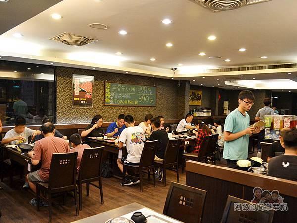 鍋饕精饌涮涮鍋06-店內環境-相較一般平價店寬敞舒適