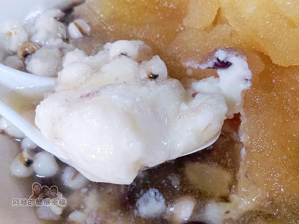 阿姿豆花攤14-冰豆花-料都在裏面