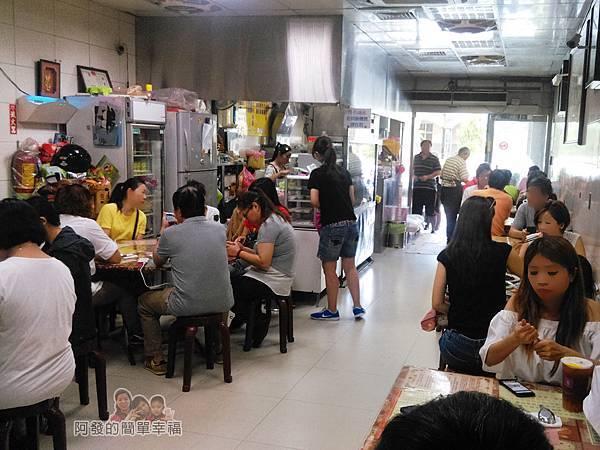 麻醬麵蛤蜊湯12-店內環境