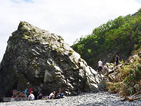 蘇澳粉鳥林23-一旁的大岩石