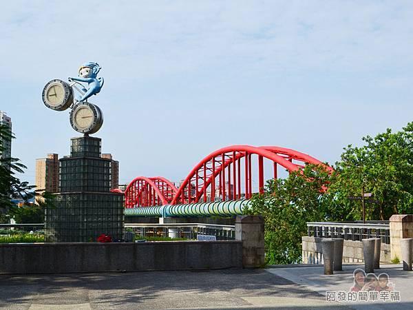 新店溪右岸02-景福租借站旁的造型鐘
