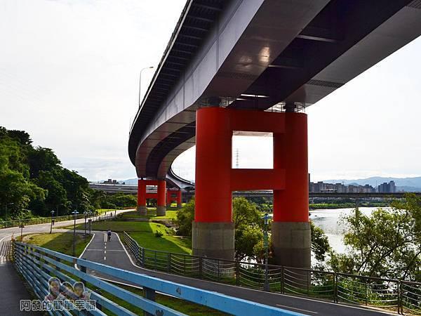 新店溪右岸03-景福租借站-下坡往福和河濱公園方向