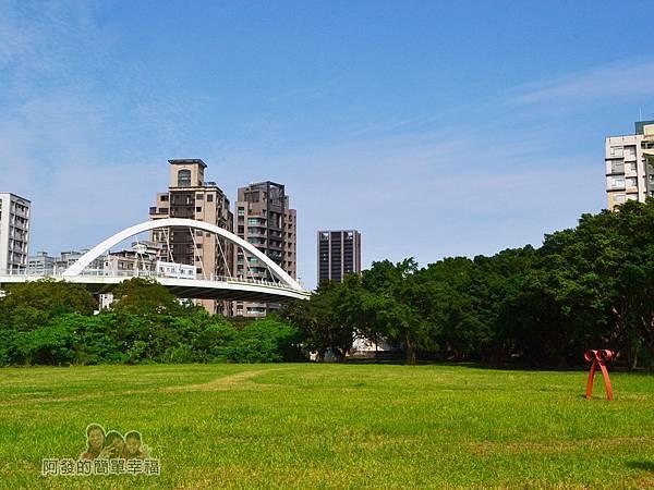 新店溪右岸09-古亭河濱公園-台北市客家文化中心跨堤天橋平台