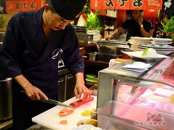 新宿食事處10-十分專注的老師傅