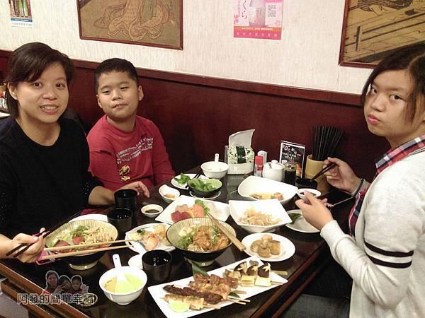 新宿食事處18-美食上桌