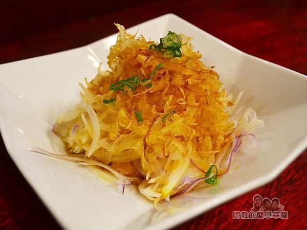 新宿食事處21-洋蔥絲沙拉-大量的柴魚片