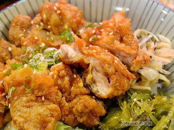 新宿食事處36-醬燒雞腿丼-雞腿肉側寫