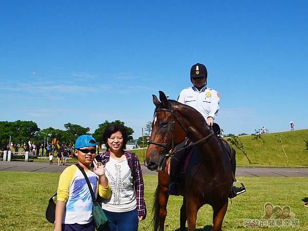 八里-十三行文化公園04-巧遇騎警隊巡邏