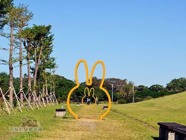 八里-十三行文化公園10-(11)米飛框區-3座米飛框直線排列