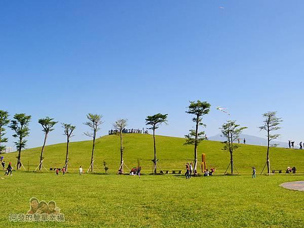 八里-十三行文化公園19-(3)城堡積木區前的小山丘景色