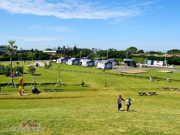 八里-十三行文化公園28-露營區爬上小山丘