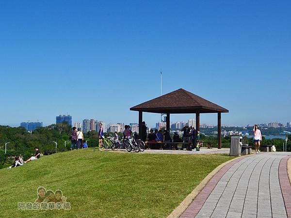 八里-十三行文化公園30-小山丘上的涼亭