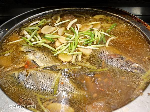 許家莊魯肉飯06-鹹水黑鯽魚鍋