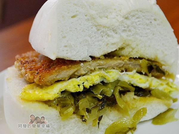2個蛋早餐24-肉蛋饅頭剖面