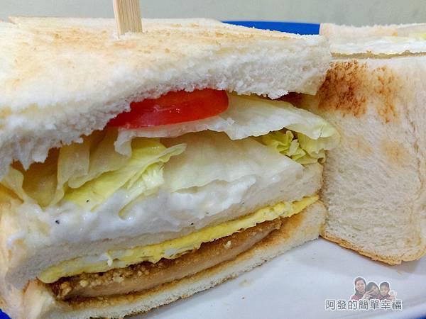 2個蛋早餐26-蛋蛋打嗝三明治剖面
