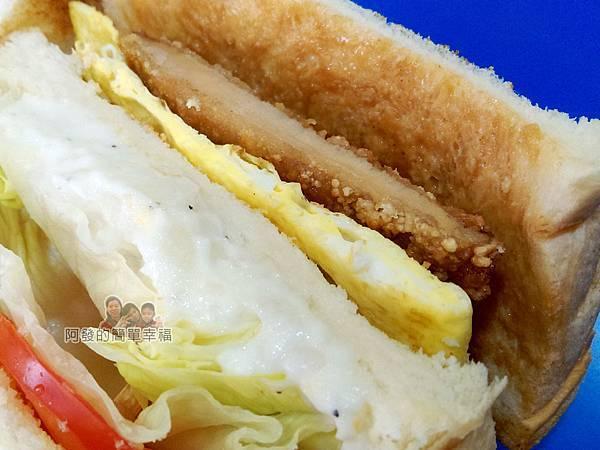 2個蛋早餐27-蛋蛋打嗝三明治特寫