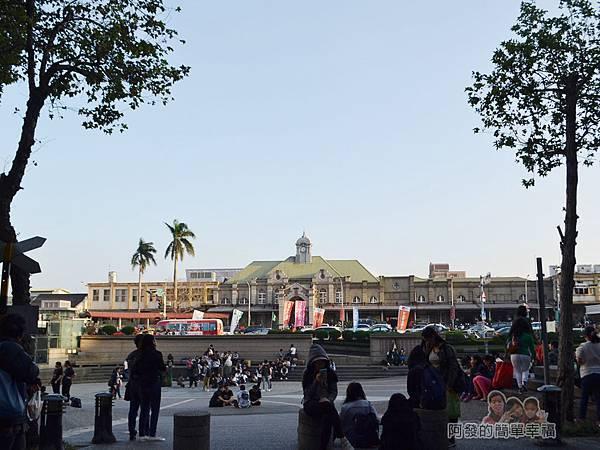 晶品城購物商場幾米04-新竹火車站